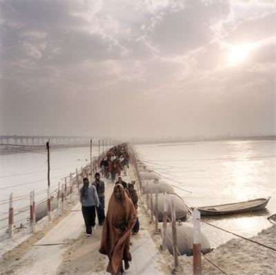 India - Allahbad - Pilgrims cross one of the many pontoon bridges erected at the Kumbh Mela