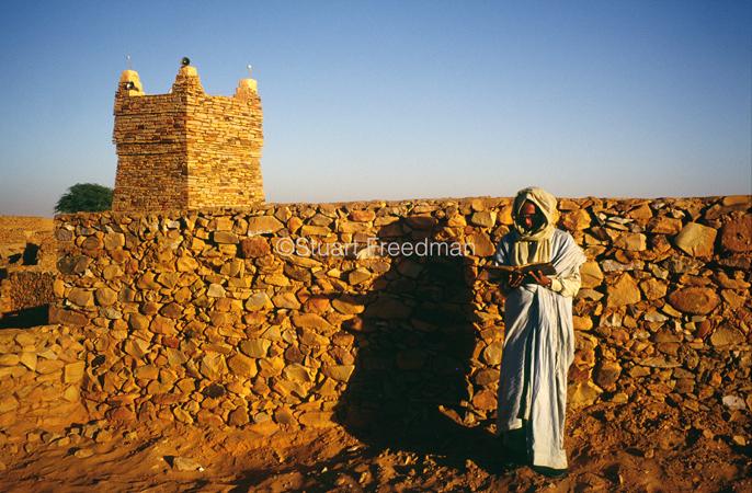 Mauritania - Chinguetti - A librarian reads a traditional Koran outside the Chinguetti Mosque